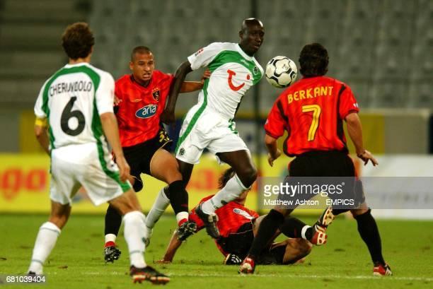 Babacar N'Diaye of Hannover 96 controls the ball