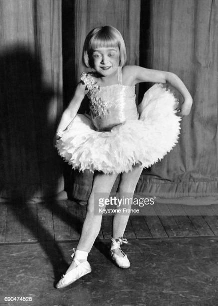 Baby Beams plus petite danseuse de la troupe de danse présentant le spectacle 'Dick Whittington' le 20 janvier 1933 à Londres RoyaumeUni