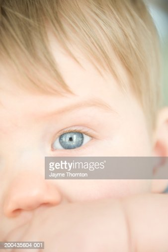 Baby boy (9-12 months), close-up : Stock Photo