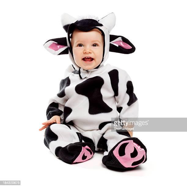 Bebé chica en traje de vaca