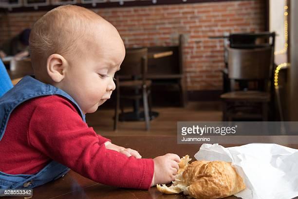 Bébé ayant une croisant