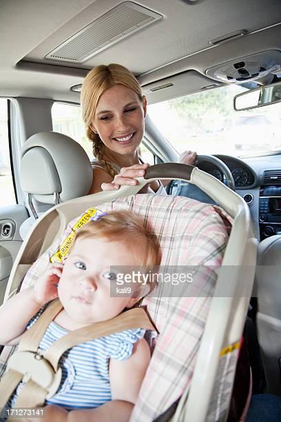 ベビー用のカーシート、母ゴルフ