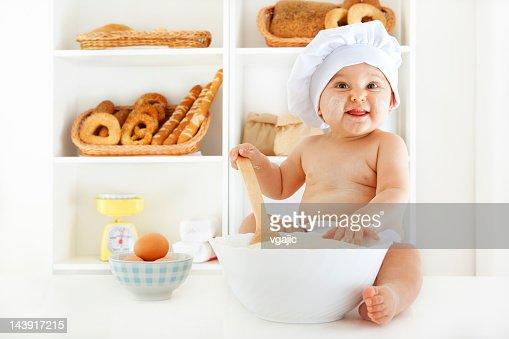 Bambino la pasta per la cottura : Bildbanksbilder