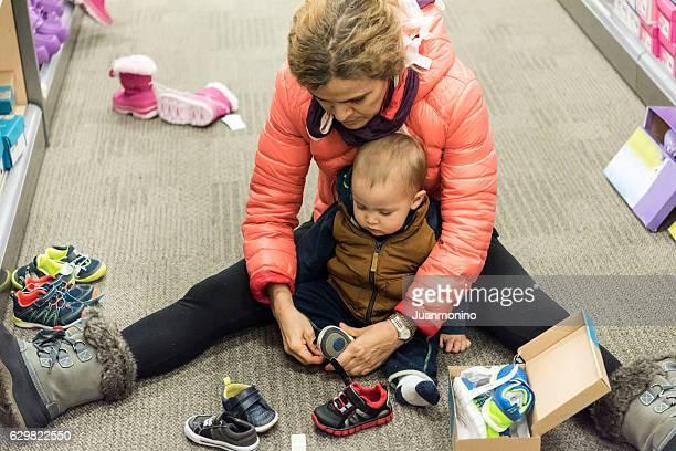 Baby braucht neue Schuhe
