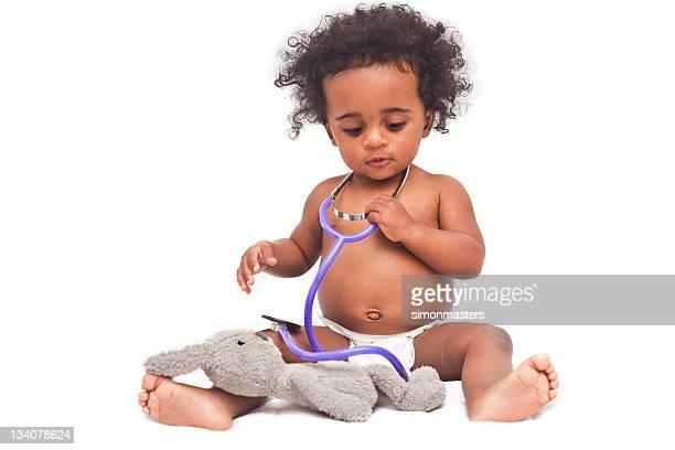 Bébé jouant médecins