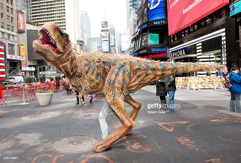 WALKING WITH DINOSAURS - The Live Experience is now on tour in North America for two years and will perform 12 performances Madison Square Garden in New York .