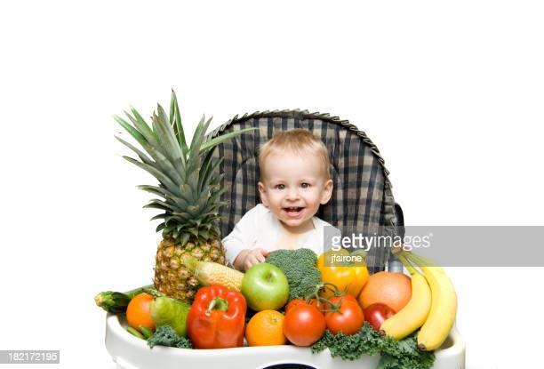 Bébé avec des mets équilibrés
