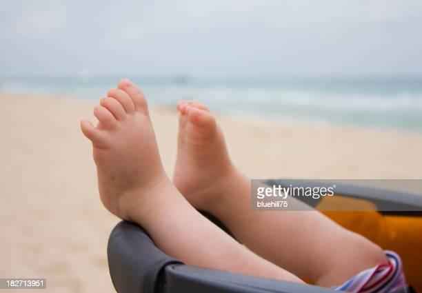 Baby's feet and the beach