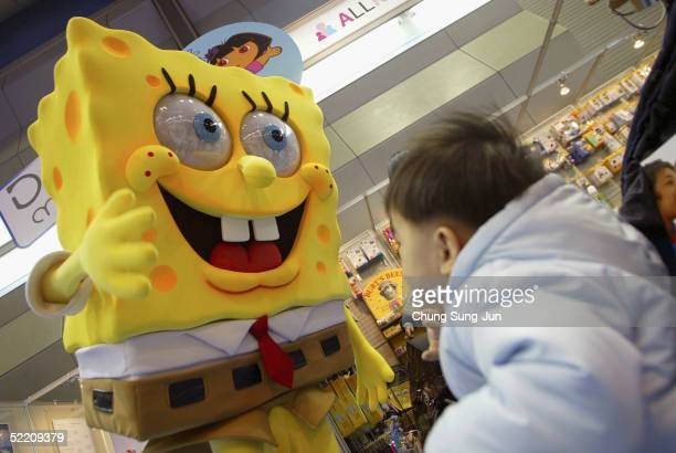 A babys is greeted by Sponge Bob Squarepants at a Pregnancy and Maternity exhibition Babyfair 2005 on February 17 2005 in Seoul South Korea Babyfair...