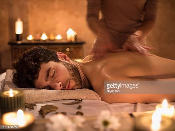 Massage im Spa in Bewegungsunschärfe.