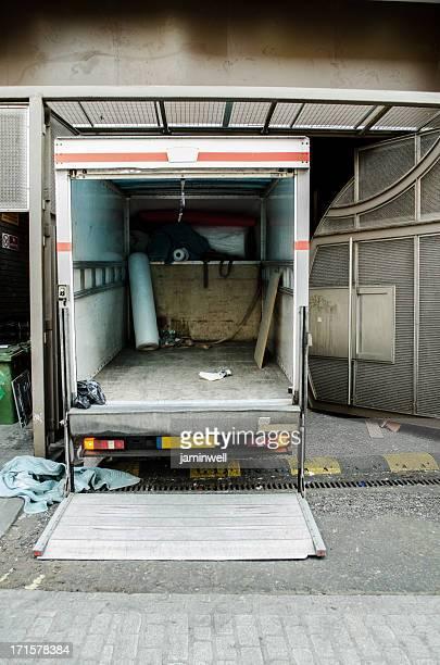 Rückseite Lkw bereit für die Seite wird geladen