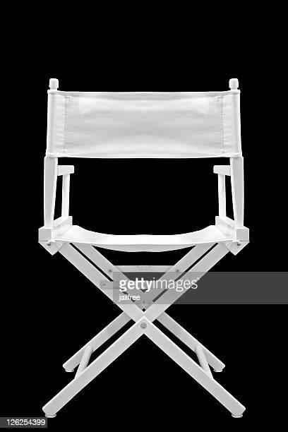 Directeurs une chaise derrière blanc sur fond noir