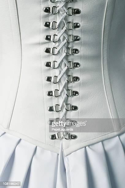 バックのホワイトレザーのコルセットの紐