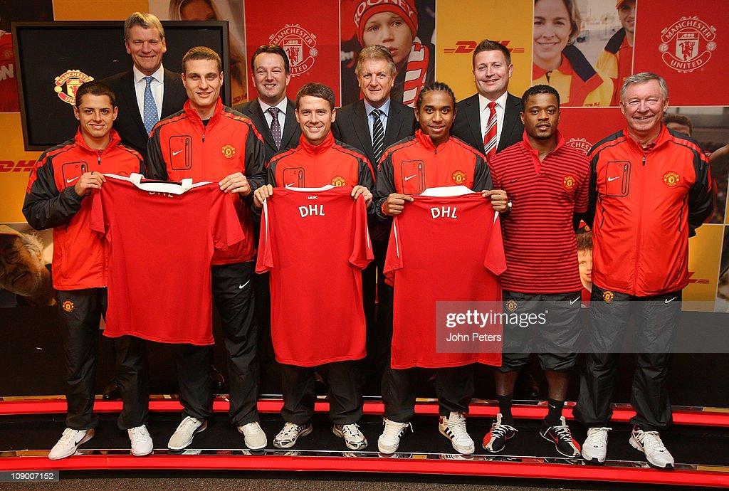 Hilo del Manchester United Back-row-david-gill-of-manchester-united-david-wilson-of-dhl-phil-of-picture-id109007152