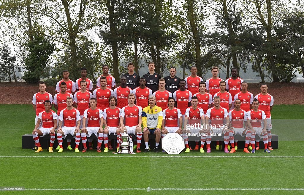 Hilo del Arsenal Back-row-serge-gnabry-gedion-zelalem-chuba-akpom-emiliano-martinez-picture-id609667958