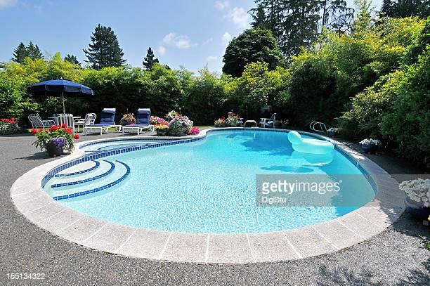 Cour de la piscine