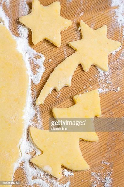 Backen von Plätzchen und Keksen für Weihnachten Vorfreude im Advent