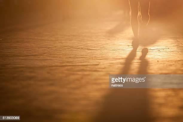 Rétroéclairage photo d'homme courir jambes