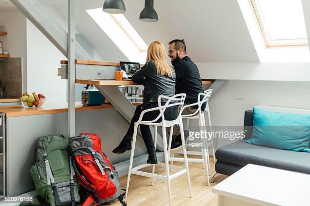 Les routards vous recherchez un appartement en ligne.
