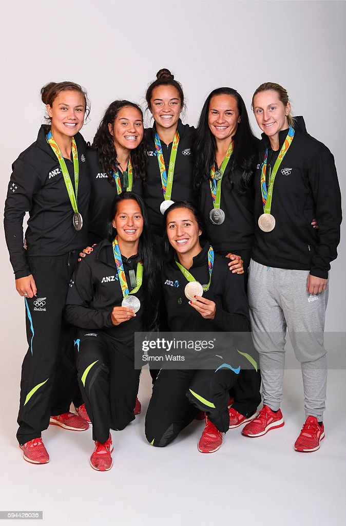 Ruby Tui Terina Te Tamaki Theresa Fitzpatrick Portia Woodman and Kelly Brazier Front Row Tyla NathanWong Sarah Goss of the New Zealand Woman's Rugby...