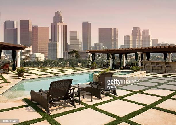 Jardin de la piscine avec vue sur le centre-ville de Los Angeles