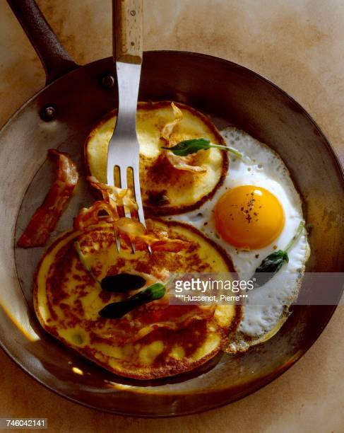 bacon blinis with fried egg