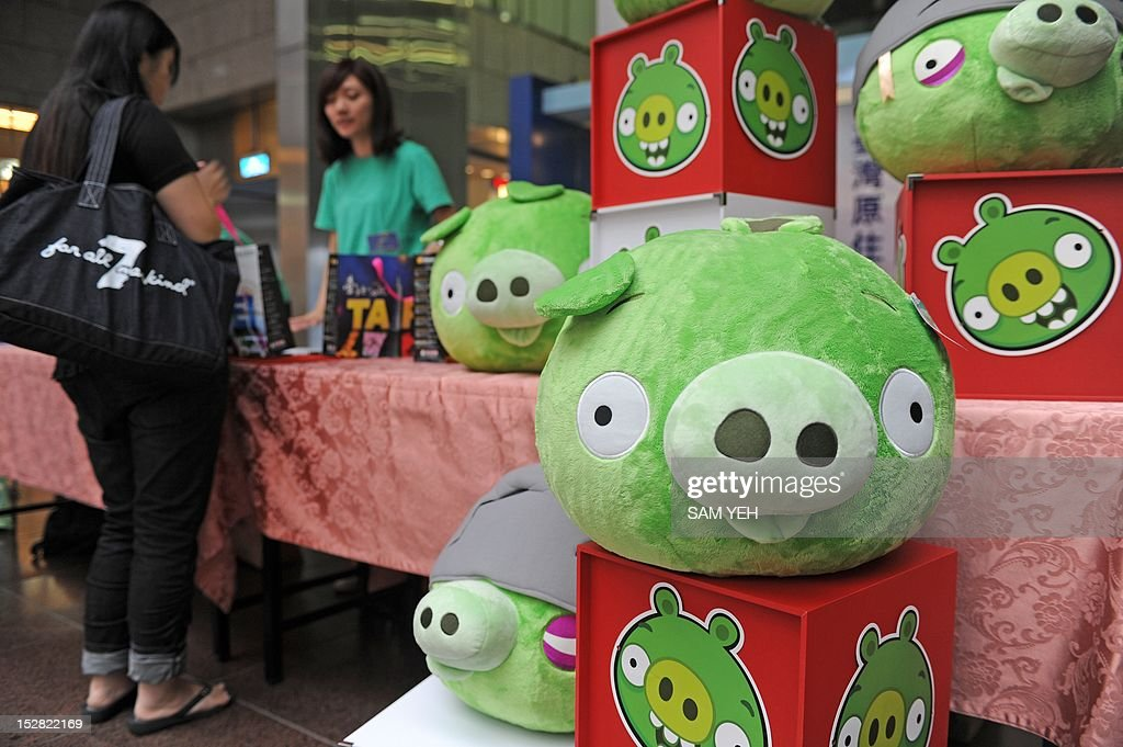 Bad Piggies stuffed toys from the Angry Birds game are displayed during a press conference in Taipei on September 27, 2012. 'Angry Birds' maker Rovio is to launch a new title allowing users to play as the 'Bad Piggies' from the smash-hit game, and take revenge on the birds who attacked them with slingshots. AFP PHOTO / Sam Yeh