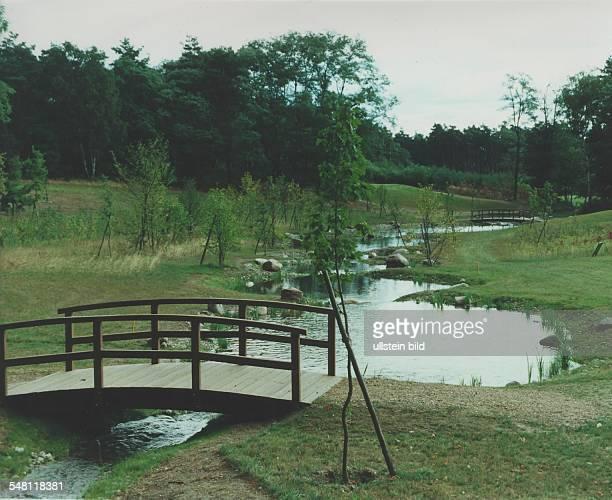 Bad Saarow am Scharmützelsee Wasserlauf mit Brücken auf dem ArnoldPalmerPlatz September 1995