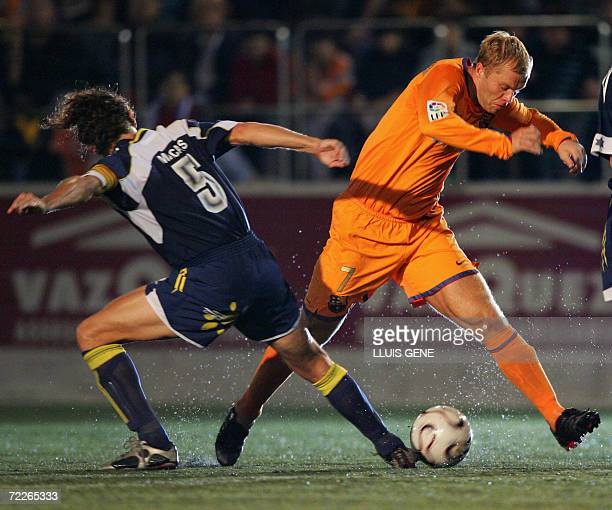 Barcelona's Icelandic Eidur Gudjhonsen vies with CF Badalona's Macanas during their King's Cup football match at Camp del Centenari stadium in...