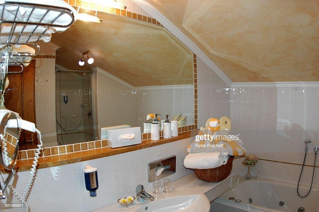 Badezimmer Einer Suite Hotel U0027Rigele Royalu0027 Obertauern Bundesland Salzburg  Österreich Europa Innen Waschbecken Spiegel