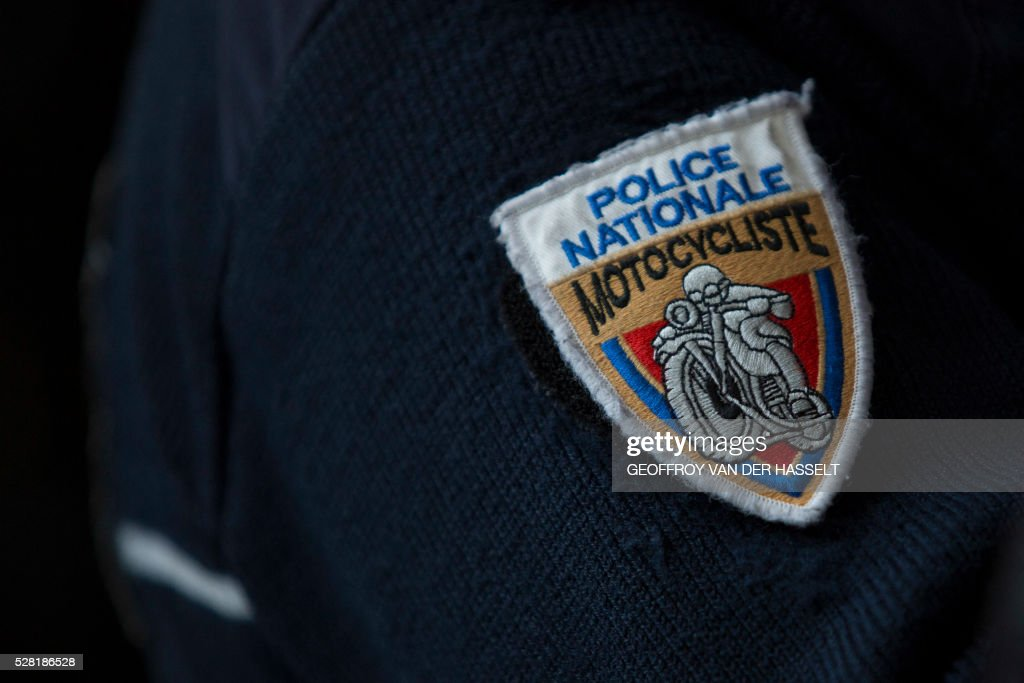 A badge of the French motorcycled police (Police Nationale) is pictured during the presentation of the French police (Police Nationale) new recruitment campaign, on May 4, 2016 in Paris. / AFP / Geoffroy Van der Hasselt