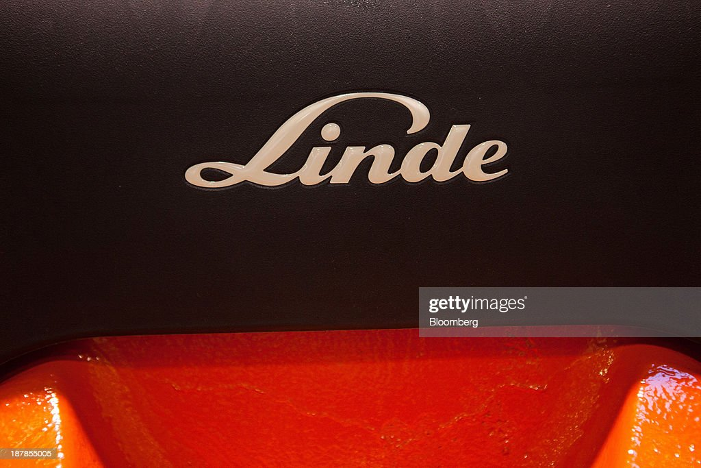 A badge sits on a Linde E25 electric forklift truck on the vehicle production line at the Linde Material Handling GmbH factory, a unit of Kion Group AG, in Aschaffenburg, Germany, on Tuesday, Nov. 12, 2013. Kion Group AG, the German forklift-maker which listed shares in June, is looking to expand its global sales network via acquisitions to catch up with main competitor Toyota Industries Corp. Photographer: Krisztian Bocsi/Bloomberg via Getty Images