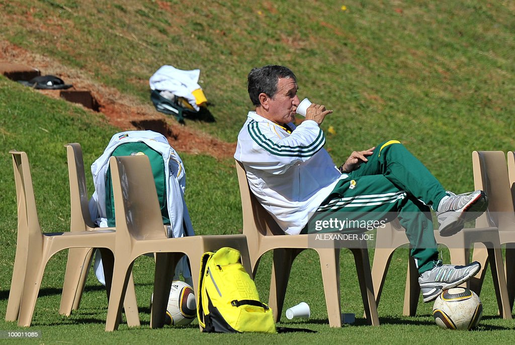 Bafana Bafana (The Boys, nickname of the South African national football team) coach Carlos Alberto Parreira from Brazil (R) drinks during a training session in Johannesburg on May 20, 2010. South Africa occupy Group A with former winners France as well as Uruguay and Mexico, all top-20 national teams in the latest rankings from world rulers FIFA.