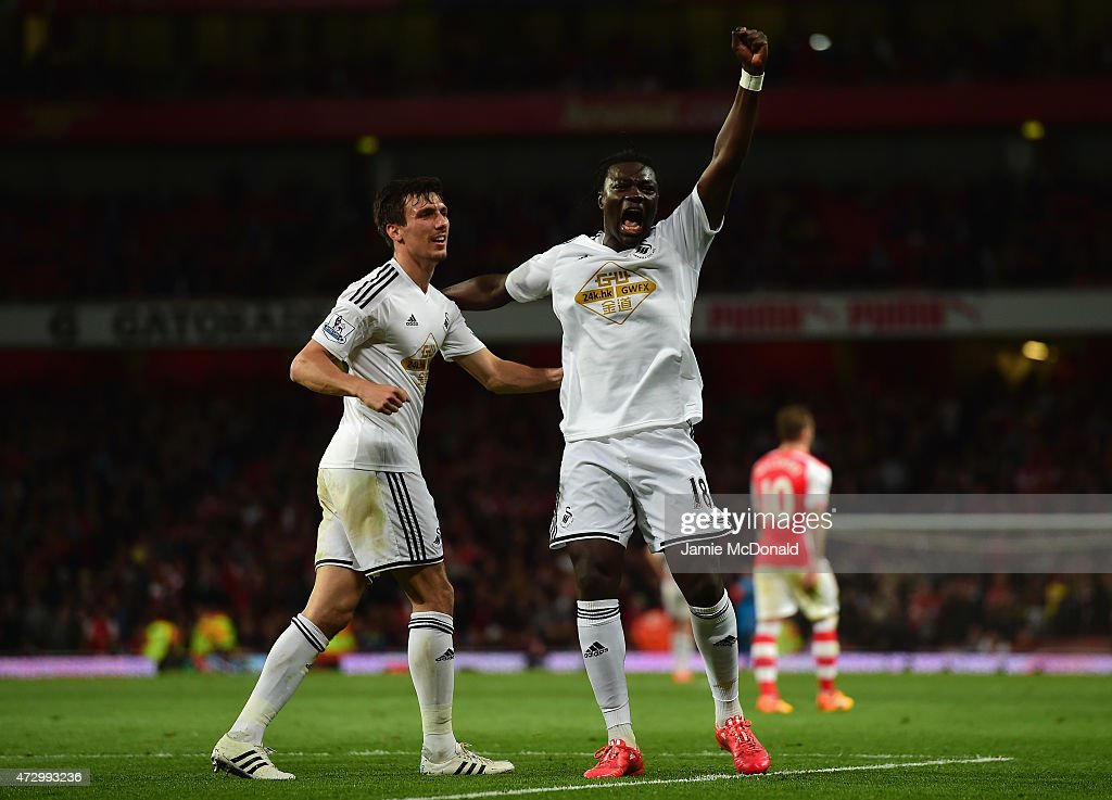 <a gi-track='captionPersonalityLinkClicked' href=/galleries/search?phrase=Bafetimbi+Gomis&family=editorial&specificpeople=686005 ng-click='$event.stopPropagation()'>Bafetimbi Gomis</a> of Swansea City (R) celebrates scoring the opening goal with <a gi-track='captionPersonalityLinkClicked' href=/galleries/search?phrase=Jack+Cork+-+Soccer+Player&family=editorial&specificpeople=4206991 ng-click='$event.stopPropagation()'>Jack Cork</a> of Swansea City during the Barclays Premier League match between Arsenal and Swansea City at Emirates Stadium on May 11, 2015 in London, England.