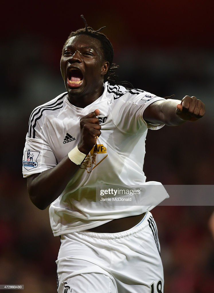 <a gi-track='captionPersonalityLinkClicked' href=/galleries/search?phrase=Bafetimbi+Gomis&family=editorial&specificpeople=686005 ng-click='$event.stopPropagation()'>Bafetimbi Gomis</a> of Swansea City celebrates scoring the opening goal during the Barclays Premier League match between Arsenal and Swansea City at Emirates Stadium on May 11, 2015 in London, England.
