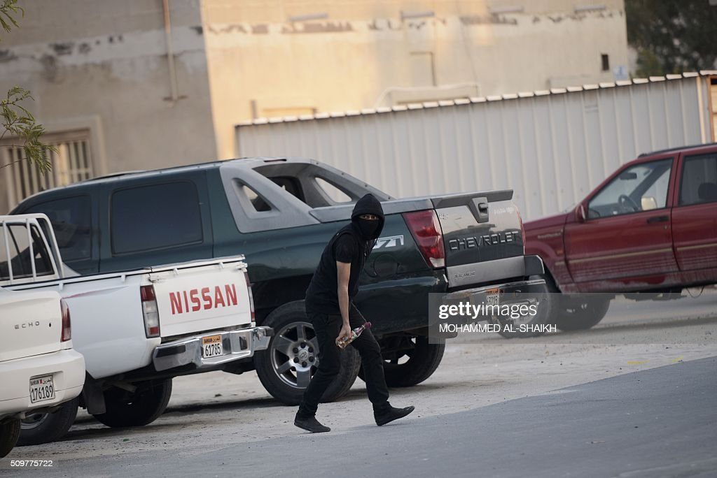 A Bahraini protester holds a petrol bomb during clashes with riot police following a demonstration to mark the fifth anniversary of the Arab Spring-inspired uprising, on February 12, 2015, in the mainly Shiite village of Sitra, south of Manama. Five years after Sunni-ruled Bahrain crushed a popular uprising by the Shiite majority, the kingdom is locked in a political impasse exacerbated by an economic crisis, analysts say. / AFP / MOHAMMED AL-SHAIKH