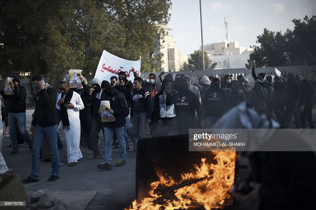 Bahraini protesters take part in a demonstration to mark the fifth anniversary of the Arab Spring-inspired uprising, on February 12, 2015, in the mainly Shiite village of Sitra, south of Manama. Five years after Sunni-ruled Bahrain crushed a popular uprising by the Shiite majority, the kingdom is locked in a political impasse exacerbated by an economic crisis, analysts say. / AFP / MOHAMMED AL-SHAIKH