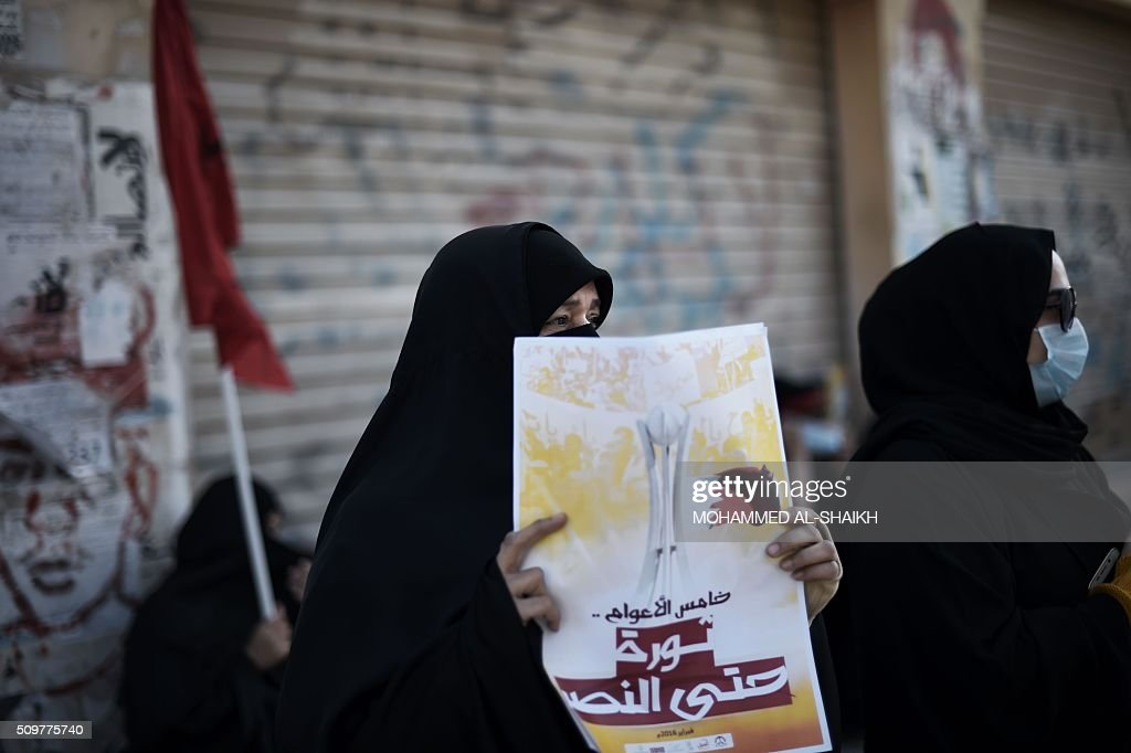 A Bahraini woman holds a poster during a demonstration to mark the fifth anniversary of the Arab Spring-inspired uprising, on February 12, 2015, in the mainly Shiite village of Sitra, south of Manama. Five years after Sunni-ruled Bahrain crushed a popular uprising by the Shiite majority, the kingdom is locked in a political impasse exacerbated by an economic crisis, analysts say. / AFP / MOHAMMED AL-SHAIKH