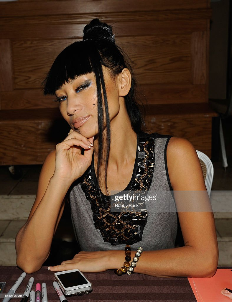 <a gi-track='captionPersonalityLinkClicked' href=/galleries/search?phrase=Bai+Ling&family=editorial&specificpeople=201459 ng-click='$event.stopPropagation()'>Bai Ling</a> attends the 2012 Chiller Theatre Expo at the Sheraton Parsippany Hotel on October 26, 2012 in Parsippany, New Jersey.