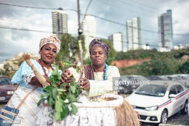 Baiana und Baiano in traditioneller Tracht, die religiöse Zeremonie in Salvador zu tun