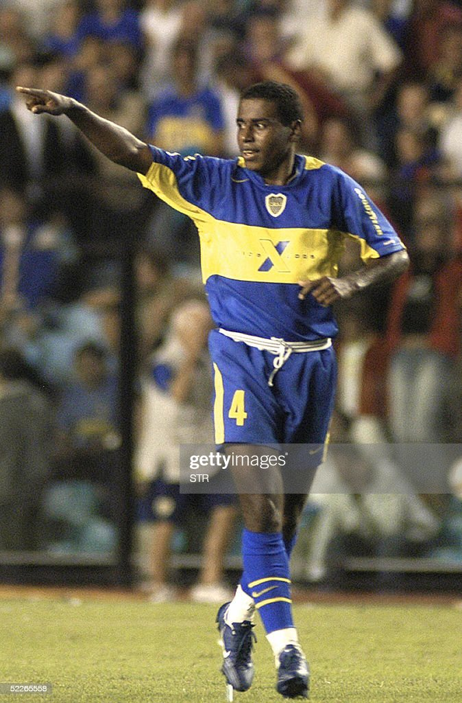 Baiano de Boca Juniors de Argentina festeja el segundo gol contra el Sporting Cristal de Peru durante el partido por el grupo 8 de la Copa...
