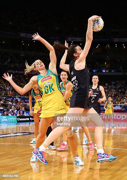 Bailey Mes of New Zealand is challenged by Laura Geitz of the Diamonds ring the 2015 Netball World Cup match between Australia and New Zealand at...