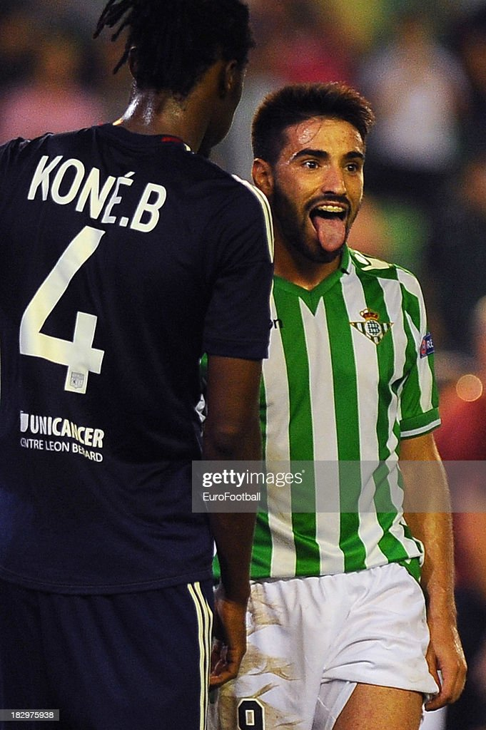 Bakary Kone (L) of Olympique Lyonnais and Chuli of Real Betis Balompie during the UEFA Europa League group stage match between Real Betis Balompie and Olympique Lyonnais held on September 19, 2013 at the Benito Villamarin Stadium, in Seville, Spain.