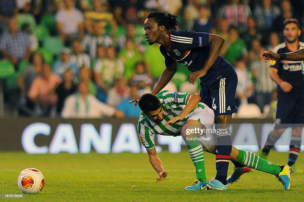 Bakary Kone (L) of Olympique Lyonnais challenges Chuli of Real Betis Balompie during the UEFA Europa League group stage match between Real Betis Balompie and Olympique Lyonnais held on September 19, 2013 at the Benito Villamarin Stadium, in Seville, Spain.