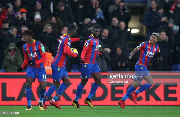 Bakary Sako of Crystal Palace celebrates with his teammates after scoring his sides first goal during the Premier League match between Crystal Palace...