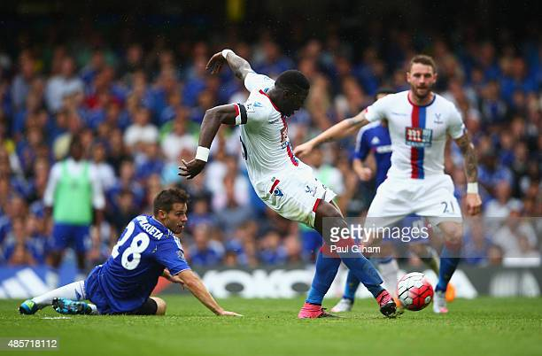 Bakary Sako of Crystal Palace scores his team's first goal during the Barclays Premier League match between Chelsea and Crystal Palace at Stamford...