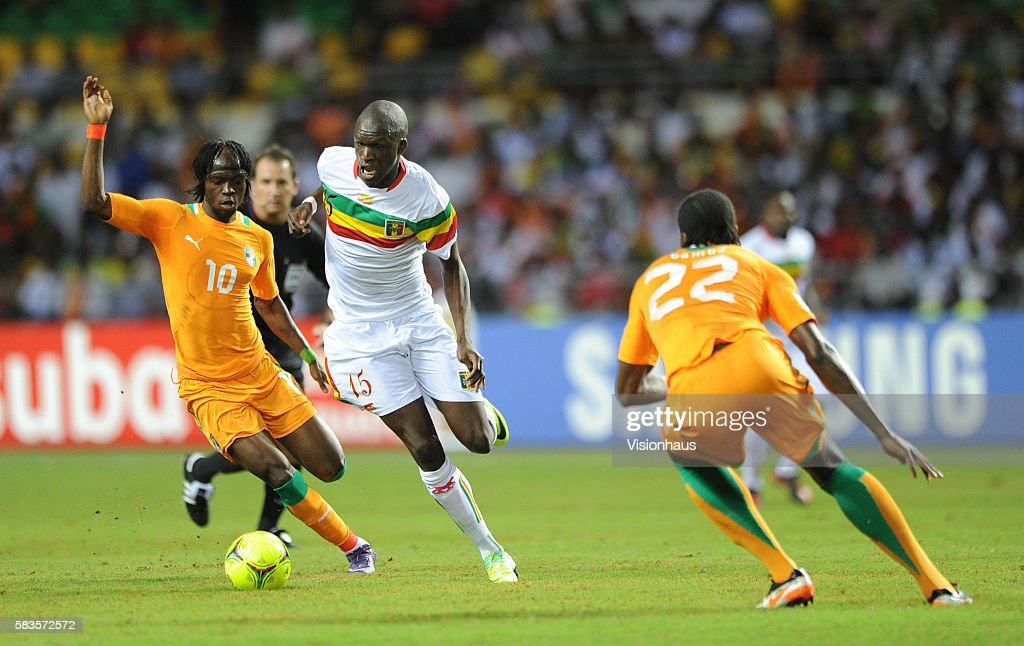Bakaye Traore of Mali and Gervinho and Souleman Bamba of Ivory Coast during the 2012 African Cup of Nations SemiFinal match between Mali and Ivory...