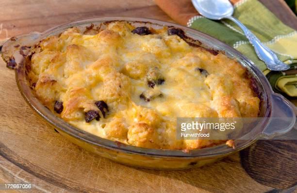 焼き牛のソーセージ、卵、チーズ&Tater 総ポテト朝食のキャセロール料理