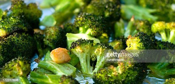 Gebackene Brokkoli & geröstetem Gemüse mit frischem Knoblauch sautiert