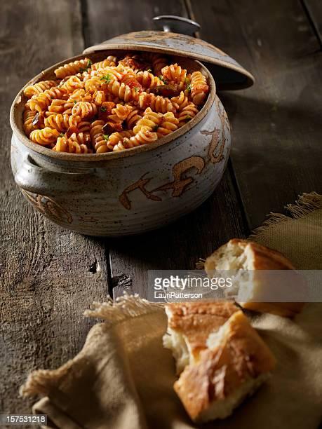 Gebackene Rotini Pasta mit Tomaten-Sauce